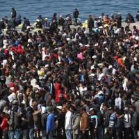 """La Francia li respinge """"a casa loro"""": ennesima lezione all'Italia"""