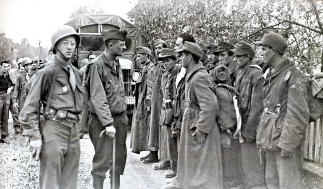 Generale LeClerq e i volontari della Charlemagne