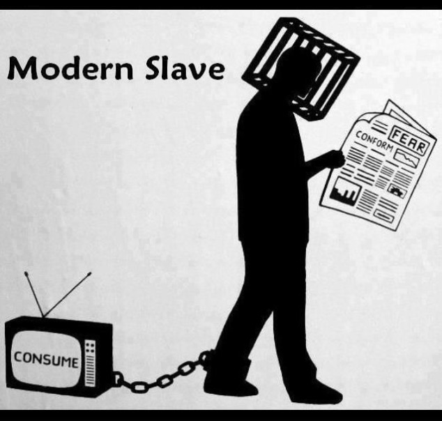 uomo-moderno-schiavo-tv-giornale-computer-media