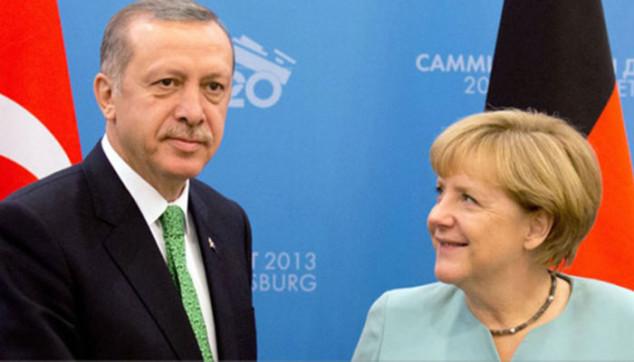 Erdogan e la Merkel, culo e camicia