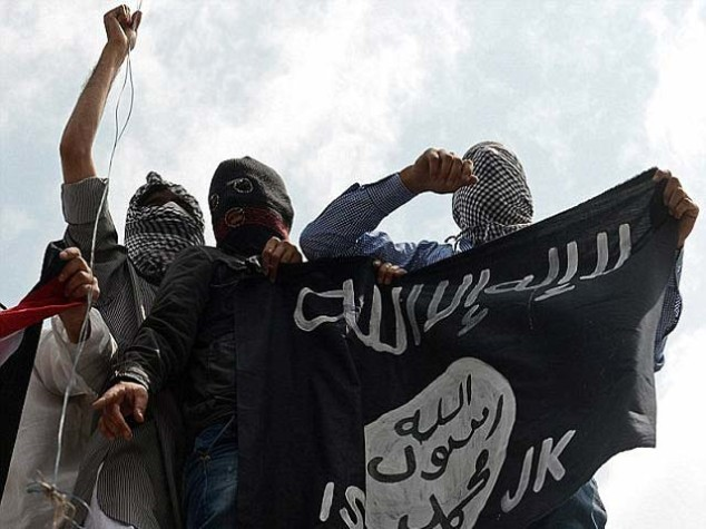 1448075765-24c1dabc00000578-2917071-horrifying_isis_jihad-militants_rounded_up_the_13_teenage_boys_whose_o-a-1_1421692761472-640