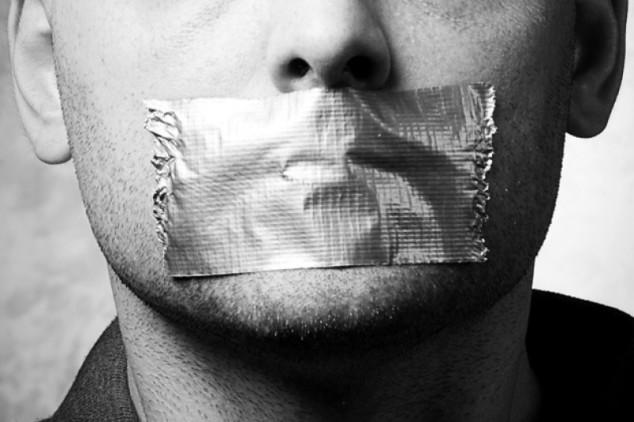 bavaglio_liberta-di-pensiero_omofobia_democrazia