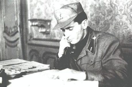 04 - Solaro al suo tavolo di lavoro, come federale di Torino