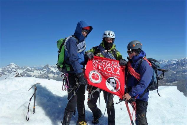 RigenerAzione Evola e Gruppo Escursionistico Orientamenti in vetta alla Punta Castore