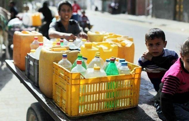 palestinian-children-water-bottles-634x423