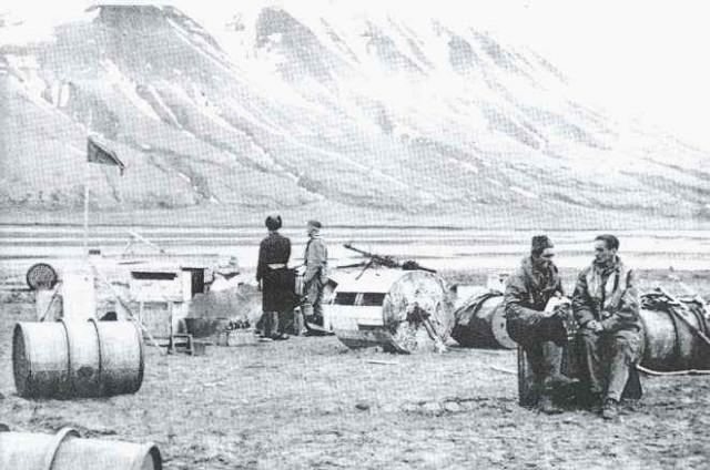 Meteorologi dell'Aeronautica tedesca insediano una stazione meteorologica a Spitzbergen, luglio 1942