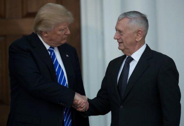 Il presidente Trump con il neo-segretario alla difesa Gen. Mattis