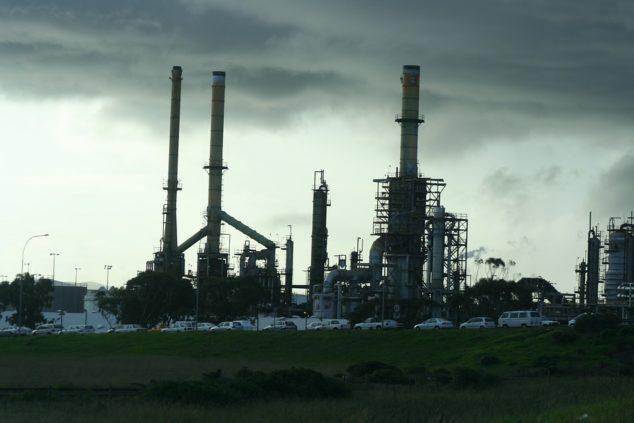 raffineria-petrolio-industria-mondo-moderno