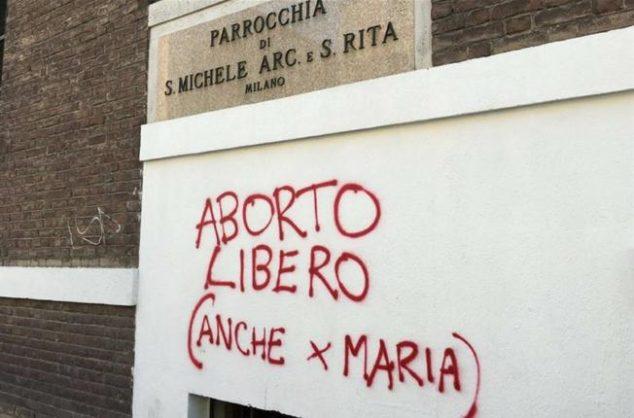 scritta-bestemmia-parrocchia-chiesa-milano-aborto