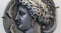 """Le radici sacre della monetazione Autore: Nuccio D'Anna Pp: 176; Solfanelli, 2017. Acquista QUI la tua copia! In questo saggio dal titolo """"Le radici sacre […]"""
